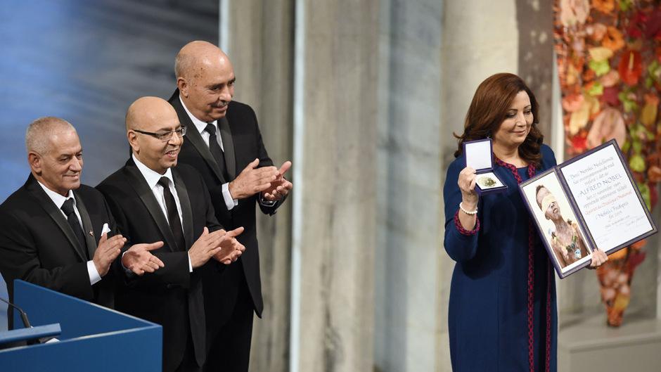 Houcine Abassi, Mohamed Fadhel Mahfoudh, Ben Moussa und Wided Bouchamaoui (v.l.) nahmen den Friedensnobelpreis in Oslo entgegen.
