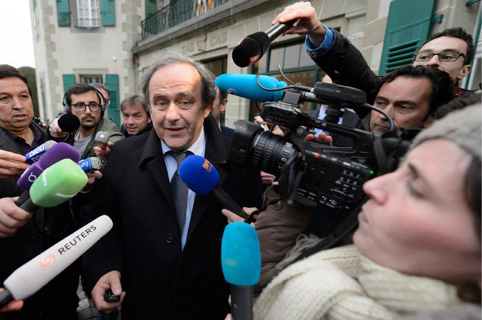 Trotz der FIFA-Suspendierung bleibt UEFA-Präsident Michel Platini ein gefragter Mann.