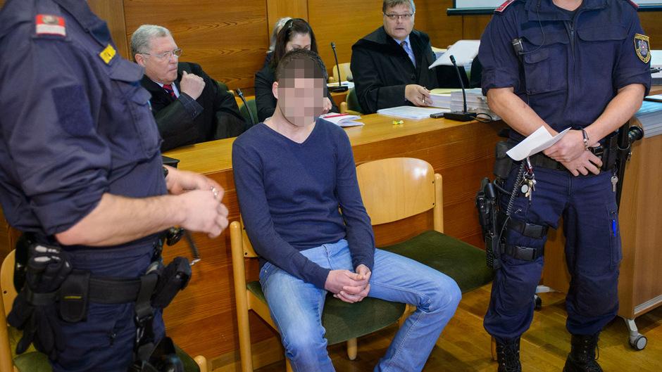 Der 25-jährige Angeklagte wurde im Dezember nicht rechtskräftig zu 20 Jahren Haft verurteilt.
