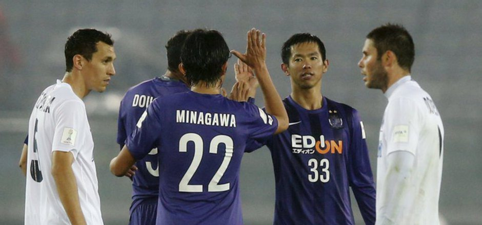 Hiroshimas Torschützen Yusuke Minagawa und Tsukasa Shiotani bejubelten ihre Treffer.