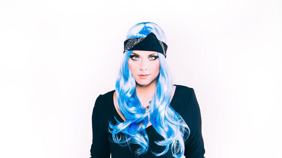 Sarah Köll alias Sara Koell ist 25 Jahre. Zurzeit musiziert sie mit der ehemaligen Song-Contest-Teilnehmerin Nadine Beiler.
