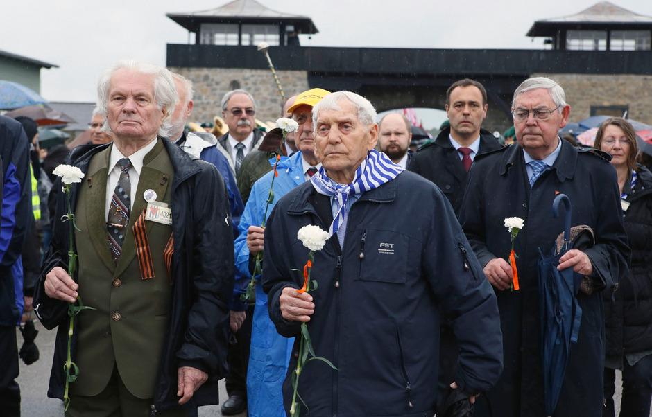 NS-Überlebende in Mauthausen: Fragen um Rassismus und Antisemitismus lassen auch heute nicht kalt. In Zeiten von gesellschaftlichen Umbrüchen und Terrorangst berühren sie die Menschen in ihrem Innersten.