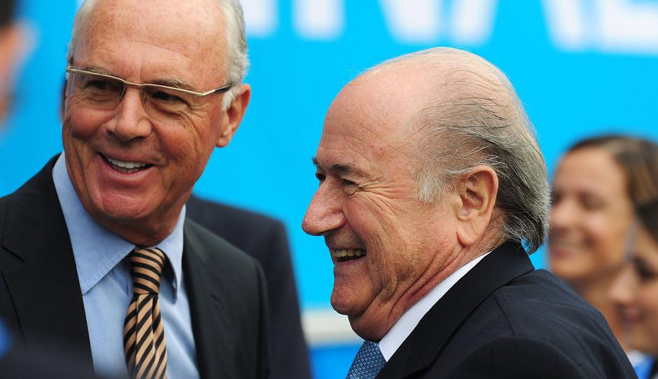 Das Lachen ist Franz Beckenbauer und Joseph Blatter mittlerweile vergangen.