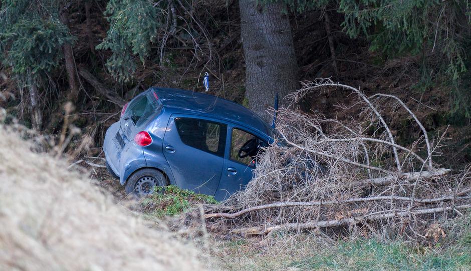 Das Fahrzeug stürzte in Kartitsch über einen steilen Abhang.