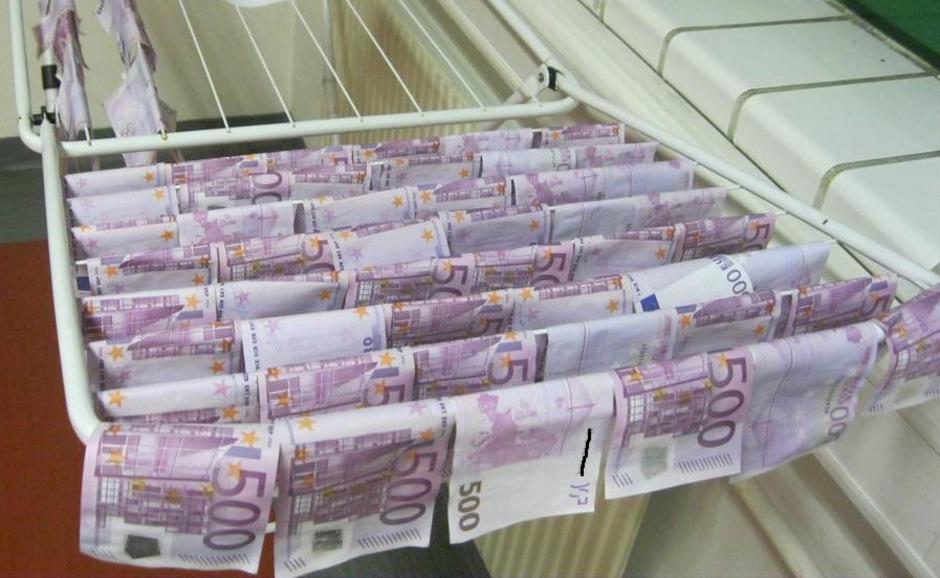 Die Geldscheine trieben in der Neuen Donau.