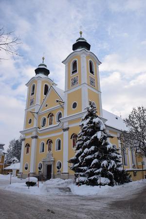 Die jetzige Dekantskirche ist im Jahr 1732 geweiht geworden. Vorher befand sich das Gotteshaus beim jetzigen Postamt.