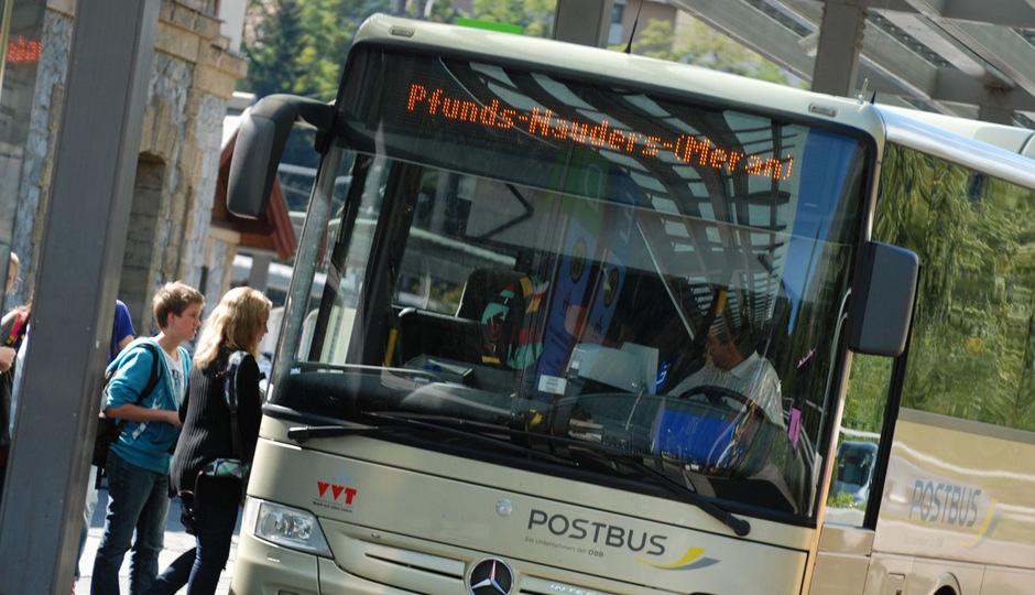 Schieflage orten die Oppositionsparteien bei den Öffis in Tirol und beim versprochenen 365-Euro-Jahresticket.