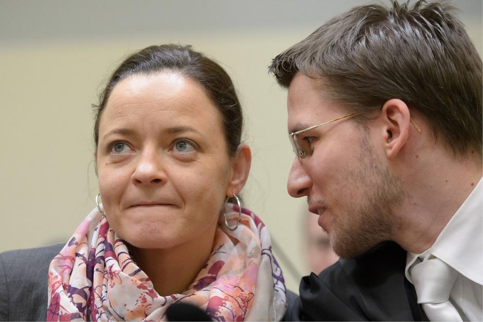 Beate Zschäpe und ihr Anwalt Mathias Grasel.