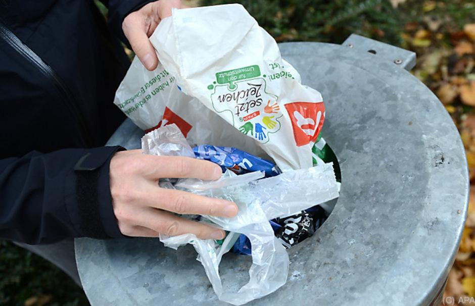 Die Grünen wollen die Zahl der Plastiksackerln reduzieren.