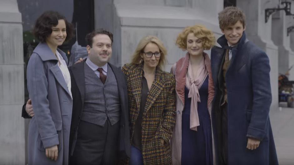 Autorin J.K. Rowling (Mitte) mit den Hauptdarstellern Katherine Waterston, Jacob Kowalski, Alison Sudol und Eddie Redmayne (v.l.).