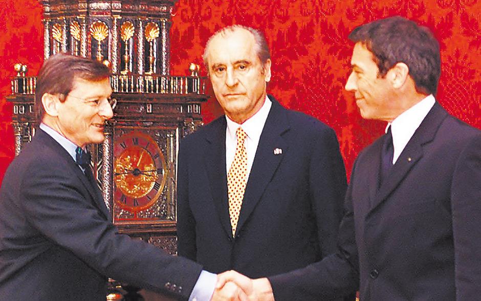 Im Jahr 2000 wollte Bundespräsident Thomas Klestil den Koalitionspakt von Schüssel und Haider verhindern, gab aber schließlich nach.