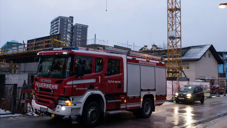 Feuerwehreinsatz auf einer Baustelle in Innsbruck.
