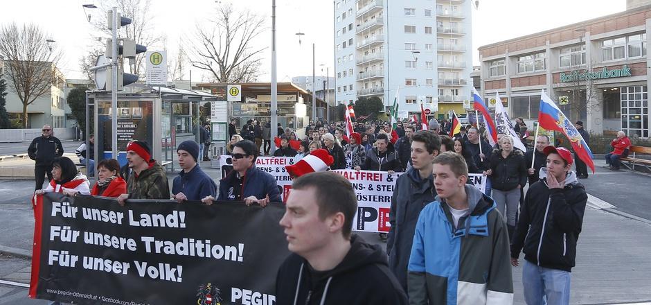 Teilnehmer der Pegida-Demo in Graz.