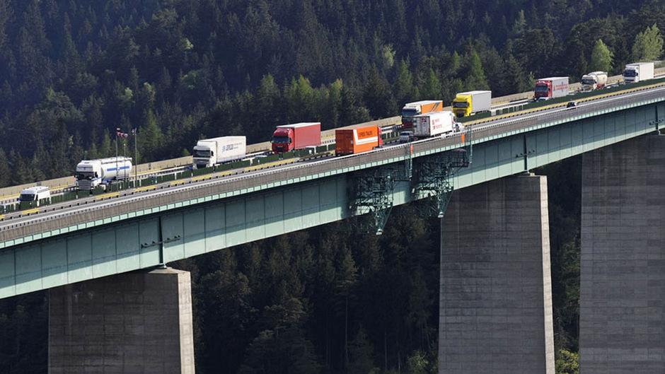 In Tirol trägt der Verkehr ganz wesentlich zur Stickoxidbelastung bei.