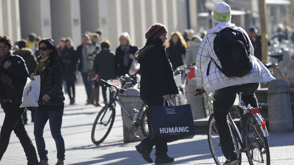 Untertags bleibt das Radfahren in der Maria-Theresien-Straße verboten. Nachts ist der Weg für Radler aber bald frei.