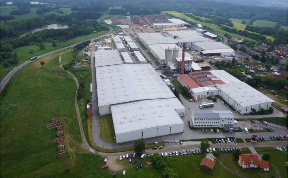 Am Standort im tschechischen Chanovice - rund 50 Kilometer südlich von Pilsen gelegen - beschäftigt die Holzindustrie Chanovice s.r.o. derzeit etwa 350 Mitarbeiter.