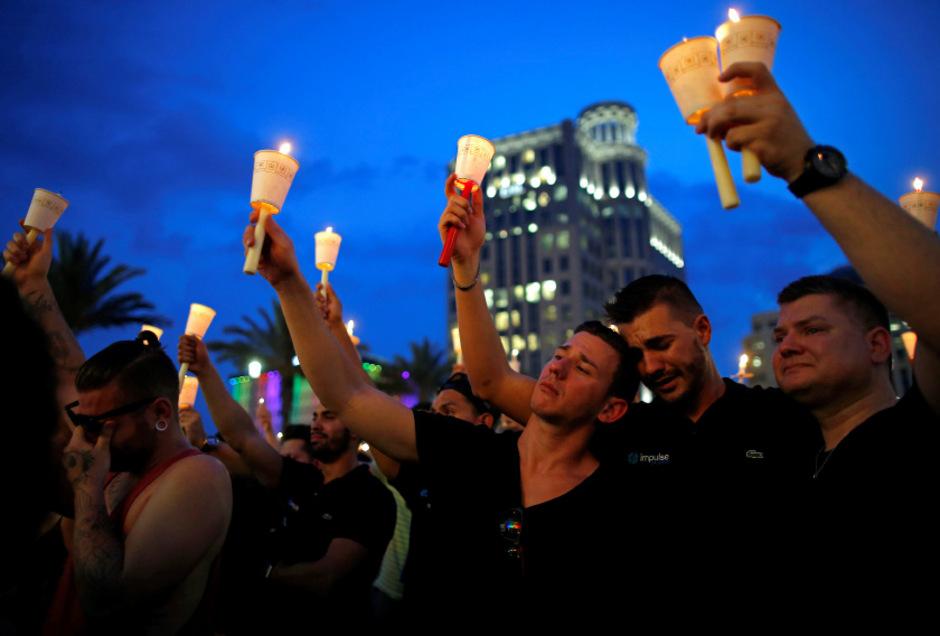 Tränen für die Opfer: Zehntausend Menschen nahmen an der Trauerfeier in Orlando teil.