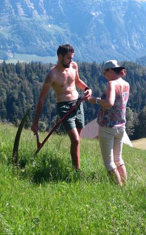 Fotografin Anja Koppitsch war selbst Model und gibt den jungen Landwirten gerne Tipps.