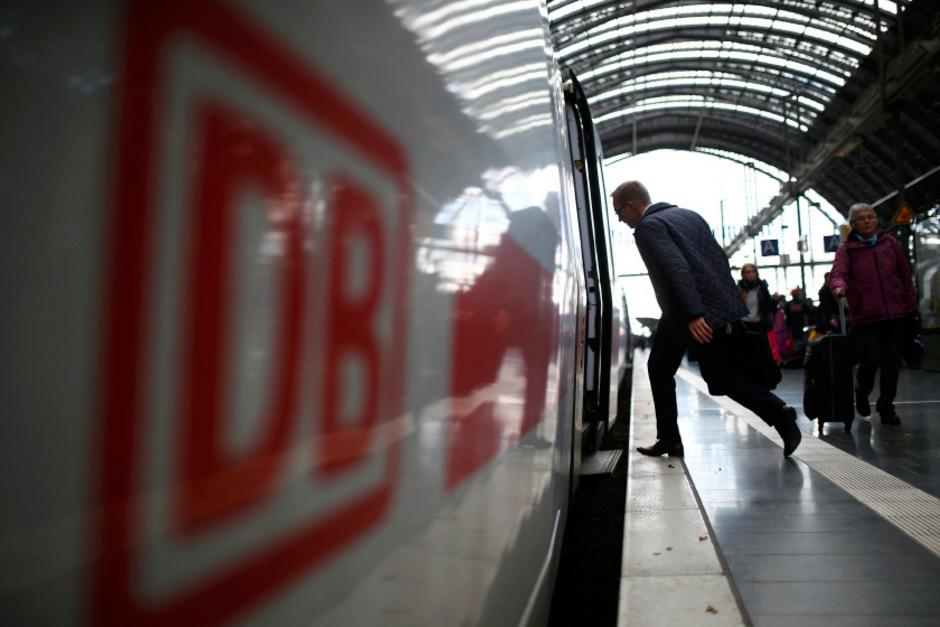 """Durch die Klausel in den AGB der Deutschen Bahn, dass für ein Lastschriftverfahren eine Wohnsitz in Deutschland notwendig ist,  wird der """"zwingende Gehalt"""" der SEPA-Verordnung umgangen."""
