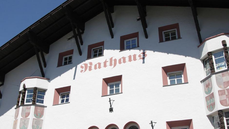 Das Rathaus in Telfs.