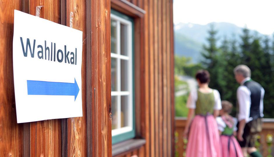 Für die Bundespräsidentenstichwahl am 2. Oktober bangt man in Tirol um genügend Wahlbeisitzer.