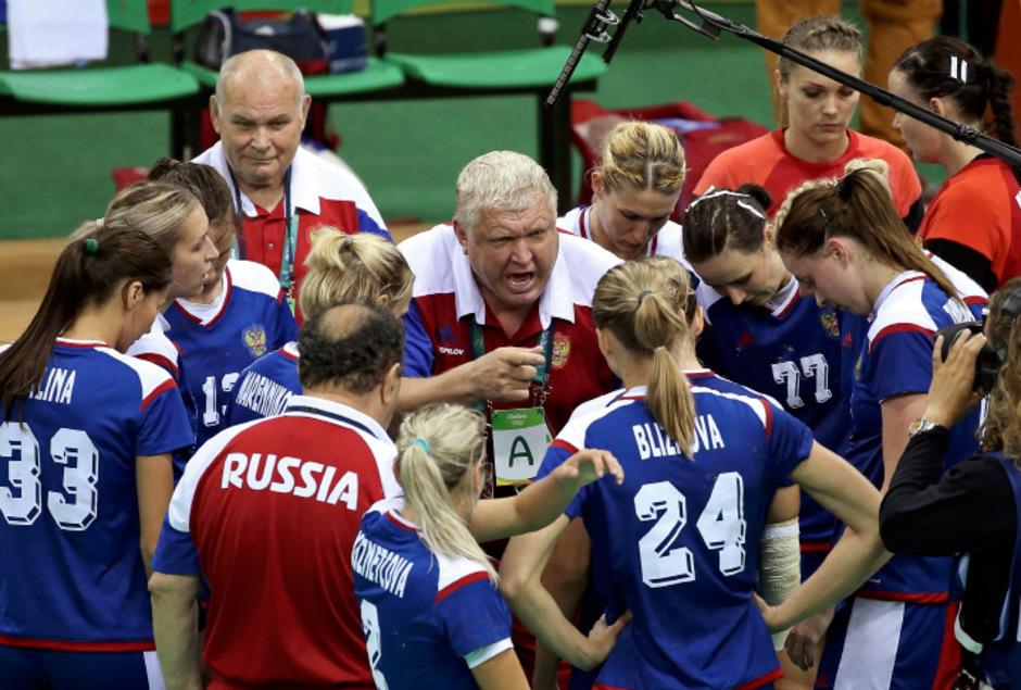 Trainerlegende Jefgeni Trefilow führt die russischen Handballerinnen zur ersten Goldmedaille überhaupt.