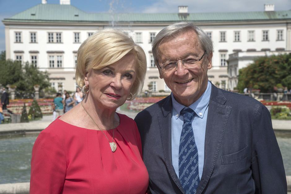 Liz Mohn, Patriarchin der Bertelsmann-Stiftung, die den Trilog organisiert und finanziert, und Altkanzler Wolfgang Schüssel, der moderiert.
