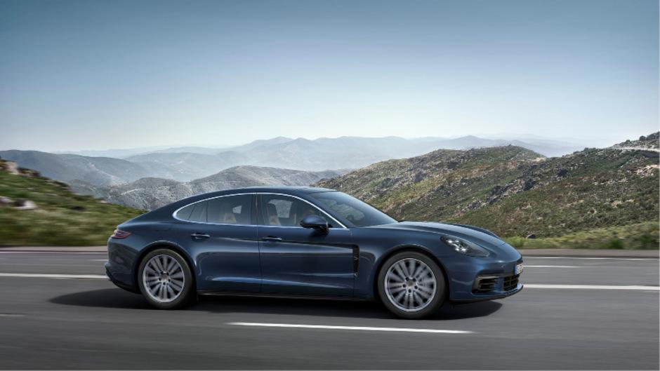 Ab 133.584 Euro bietet Porsche die zweite Generation des Panamera an, in diesem Fall in Verbindung mit einem neuen 2,9-Liter-Sechszylinder-Turbobenziner. Auf den Markt kommt das Modell Anfang November.