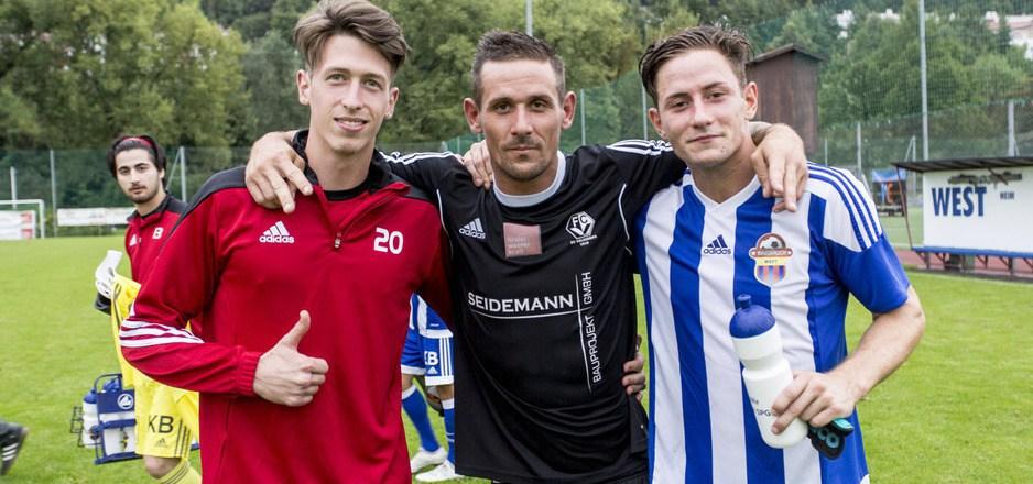 """""""Triple-M"""" in Hötting-West. Der große Bruder Marco (Veldidena) wird flankiert von den SPGlern Marcel (l.) und Manuel Göbbel."""