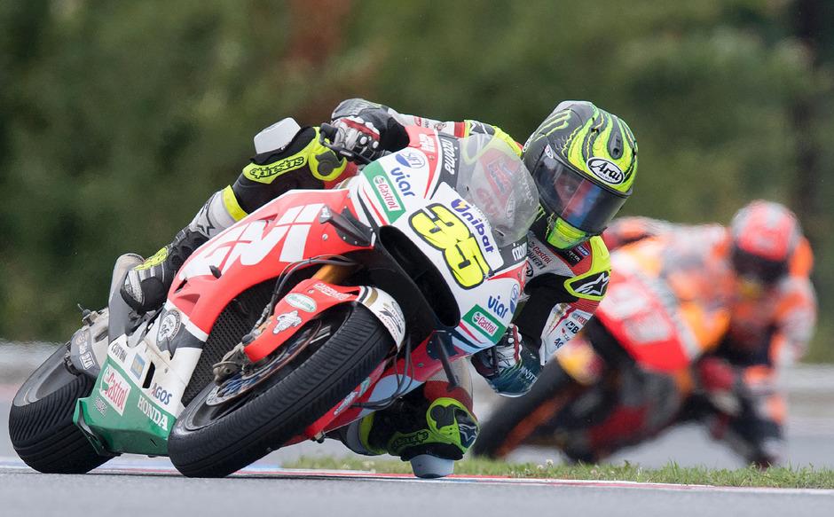 Cal Crutchlow schreibt sich mit seinem Sieg in die MotoGP-Geschichtsbücher ein.