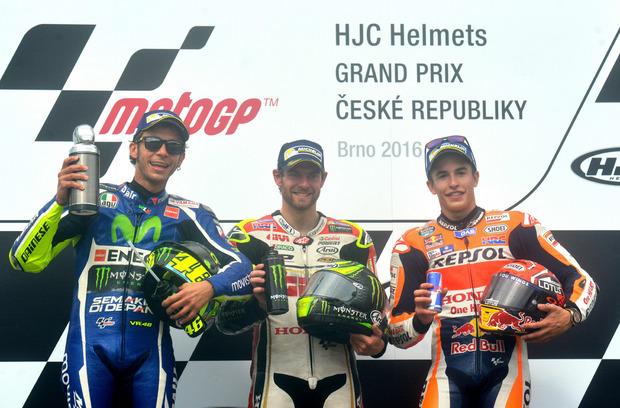 Rossi, Crutchlow und Marquez bei der Siegerehrung.