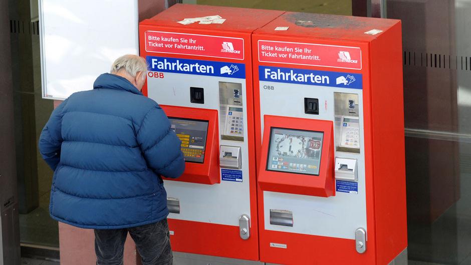 ÖBB-Fahrkartenautomaten geben als Retourgeld nur Münzen heraus. Daher sollte man beim Ticketkauf die passenden Scheine parat haben.