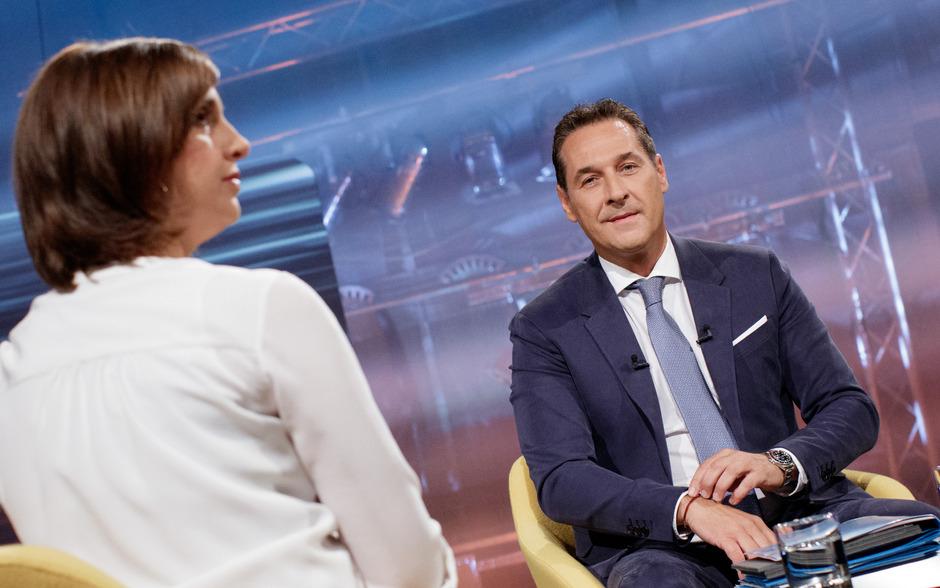 FPÖ-Chef Heinz-Christian Strache mit Moderatorin Susanne Schnabl.