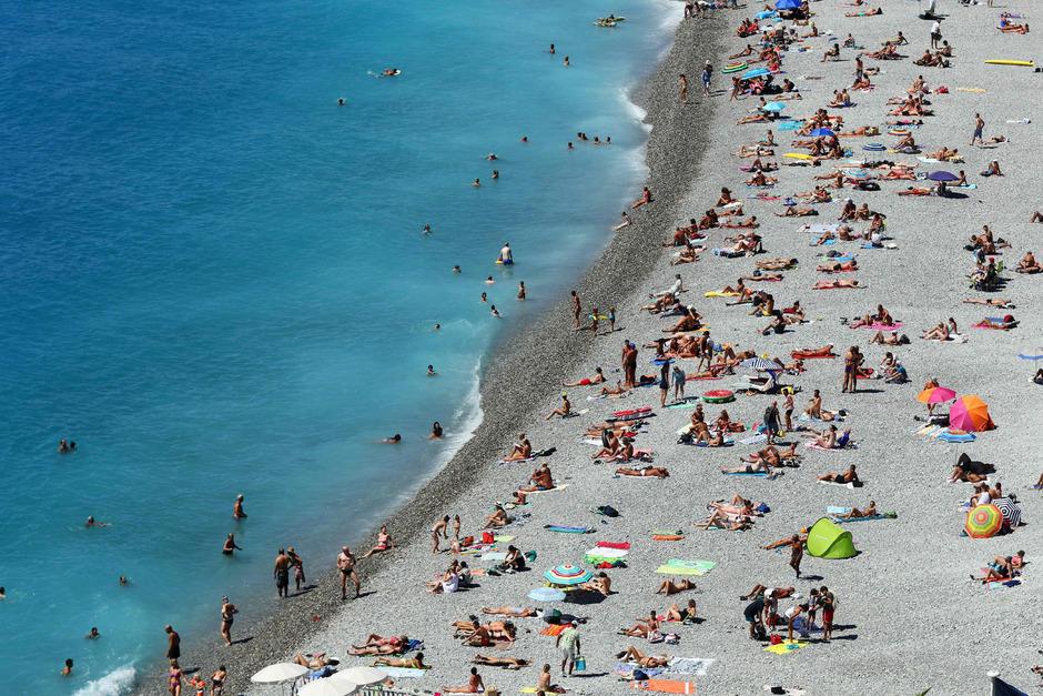 Am Strand von Nizza sind Burkinis seit kurzem verboten.