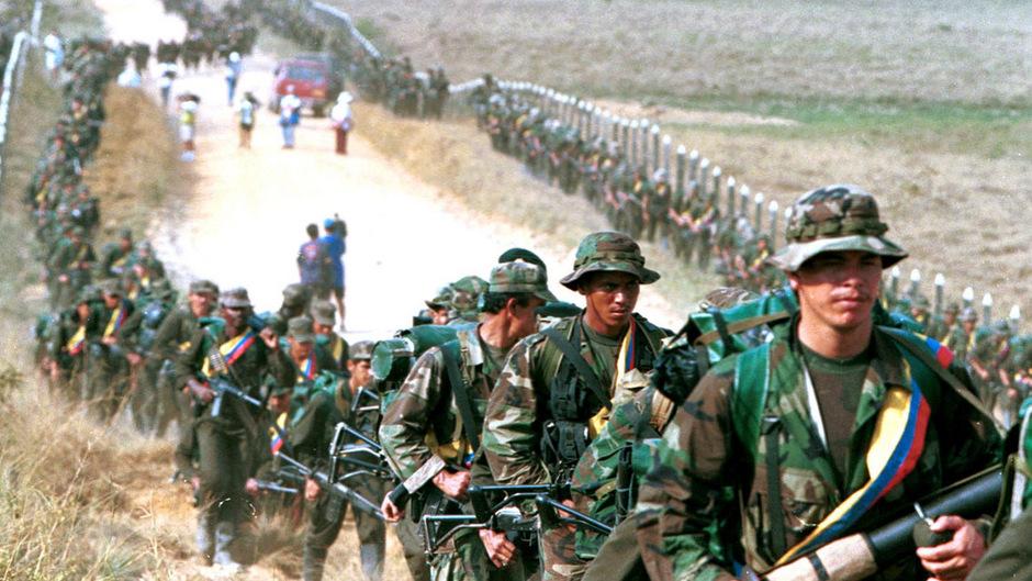 FARC-Truppen in einem Archivfoto aus dem Jahr 1999. Der Konflikt in Kolumbien kostete über 220.000 Menschen das Leben.