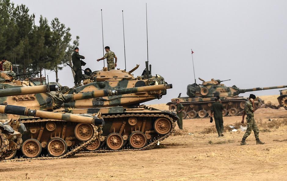 Zehn weitere türkische Panzer sind am Donnerstag auf syrisches Gebiet vorgerückt.