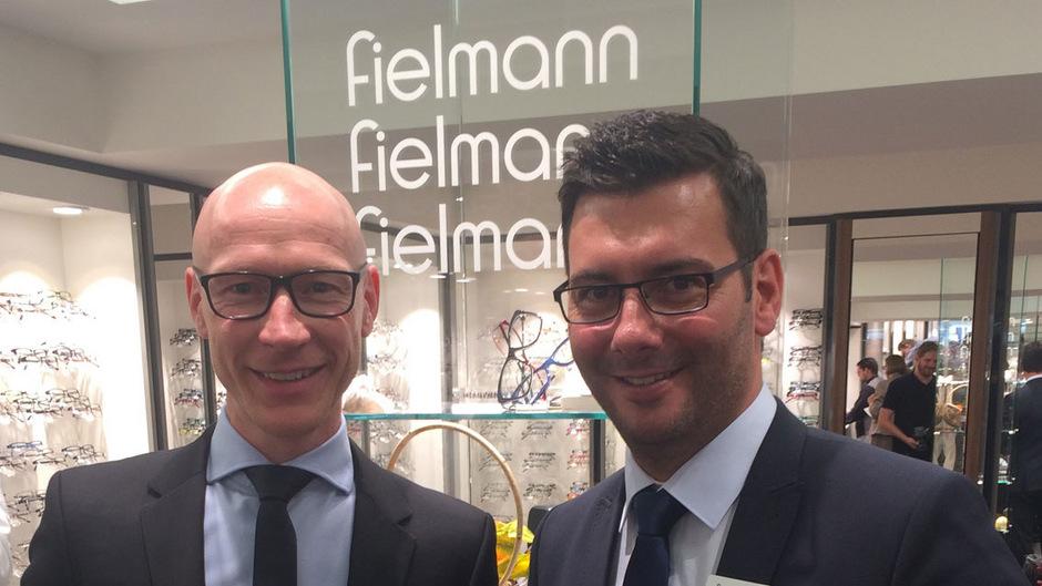 Eröffneten gestern den erneuerten Fielmann-Standort in Innsbruck: Regionalleiter Danny Walther (r.) und Niederlassungsleiter Heiko Maaß.