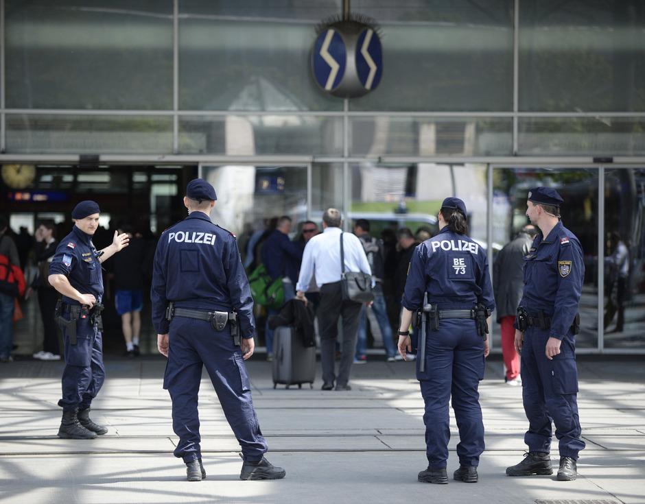 Polizei am Praterstern.