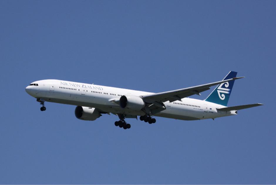 Air New Zealand zeigt sich geschockt vom obszönen Verhalten der beiden Mitarbeiter und zieht daraus umgehend Konsequenzen.