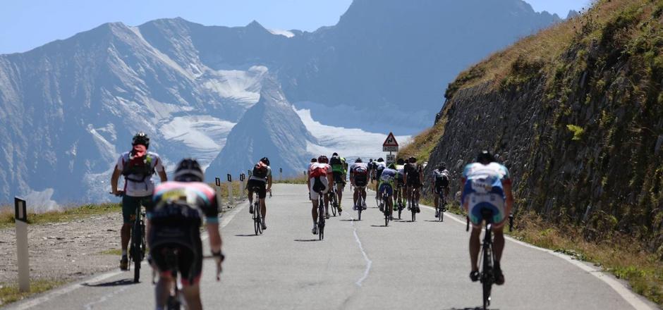 Über 4000 Radsportler rittern beim Ötztaler Radmarathon um den Sieg.