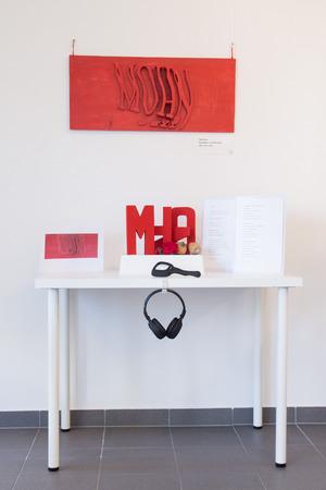 Auch Lois Weinbergers 3-D-Kunst erhält durch Mohnkapseln und -blüten eine haptische Zusatzdimension.