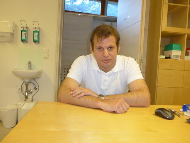 Landarzt aus Leidenschaft: Der gebürtige Grieche Dimitrios Karagiannis arbeitet seit Juli als Hausarzt in Umhausen - dafür pendelt er aus Innsbruck her.