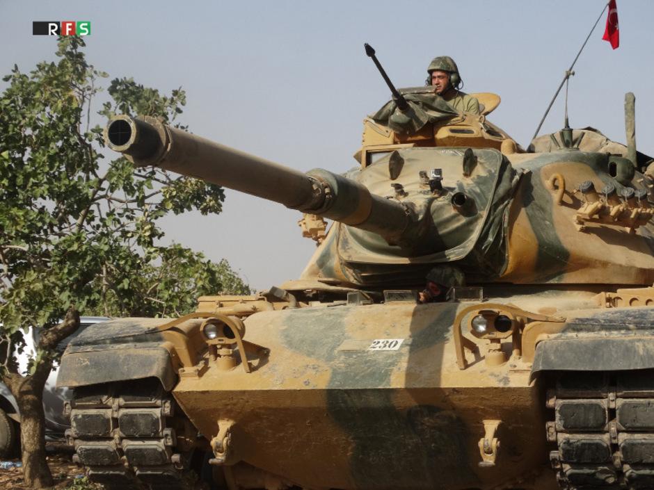 Türkische Soldaten auf dem Weg nach Jarablus in Syrien.