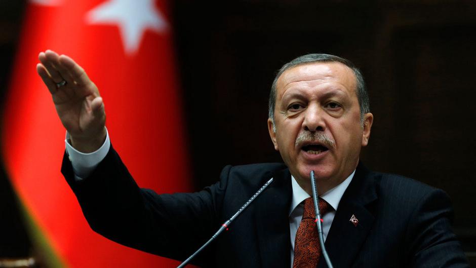 Recep Tayyip Erdogan geht brutal gegen die oppositionelle Presse vor.