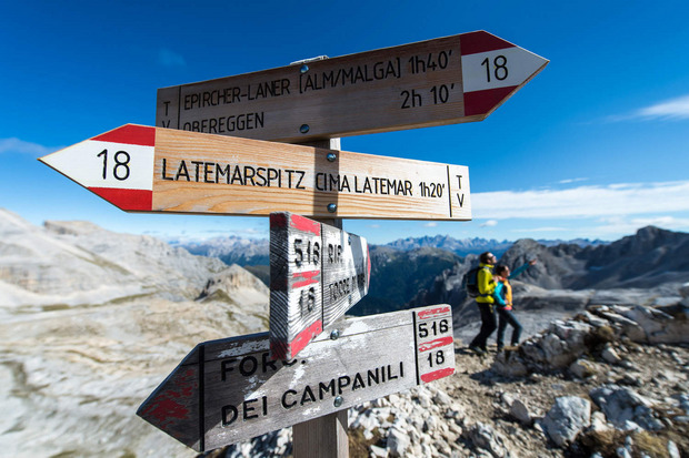 Vorbei an Berggiganten zur Latemar-Hütte.
