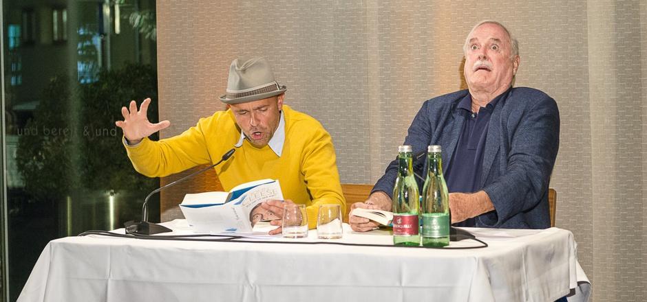 Ernst Gossner liest John Cleese – und Cleese spielt mit.