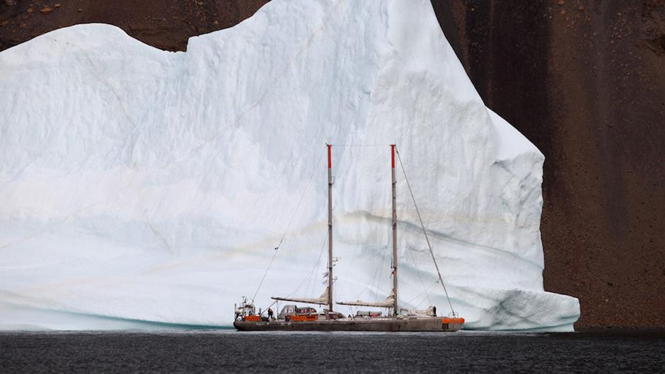 Der Klimawandel hat Grönland längst erreicht. Unter dem Eis lagert atomarer Müll einer einst geheim gehaltenen US-Militärbasis.