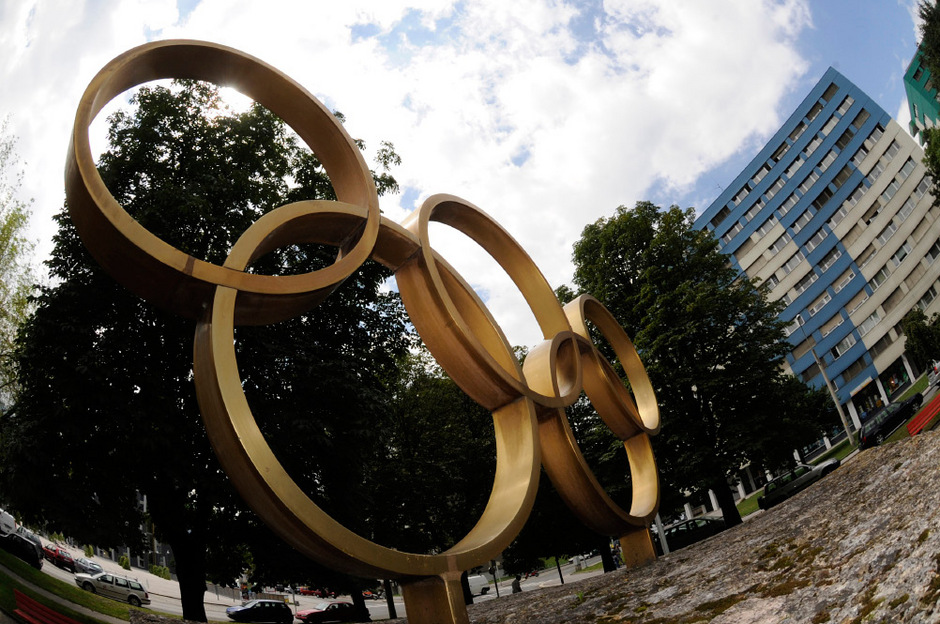 Olympische Ringe beim Park im olympischen Dorf O-Dorf Neu-Rum.