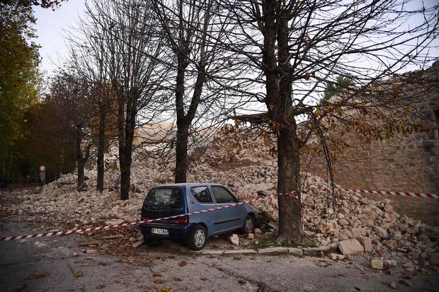 In der gesamten Region stürzten Gebäude ein - auch Kulturschätze wurden zerstört.