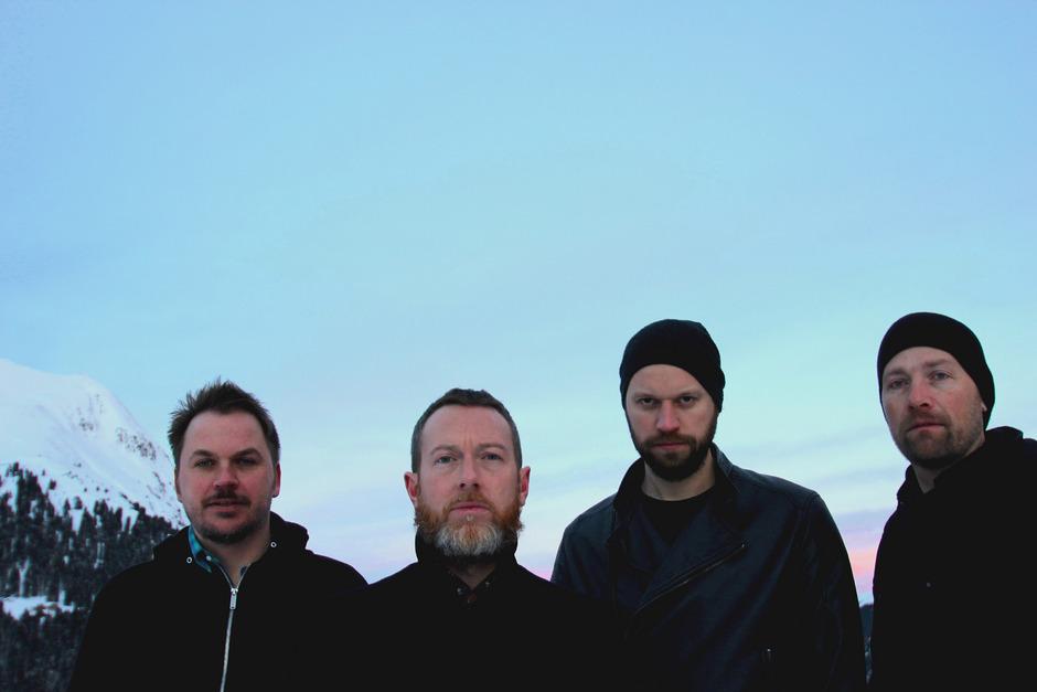 """Joe Auer (Synths), Ryan MacGrath (Gesang), Phil Hager (Schlagzeug) und Andi Liedl (Gitarre) formen die Band """"Sperenzi""""."""